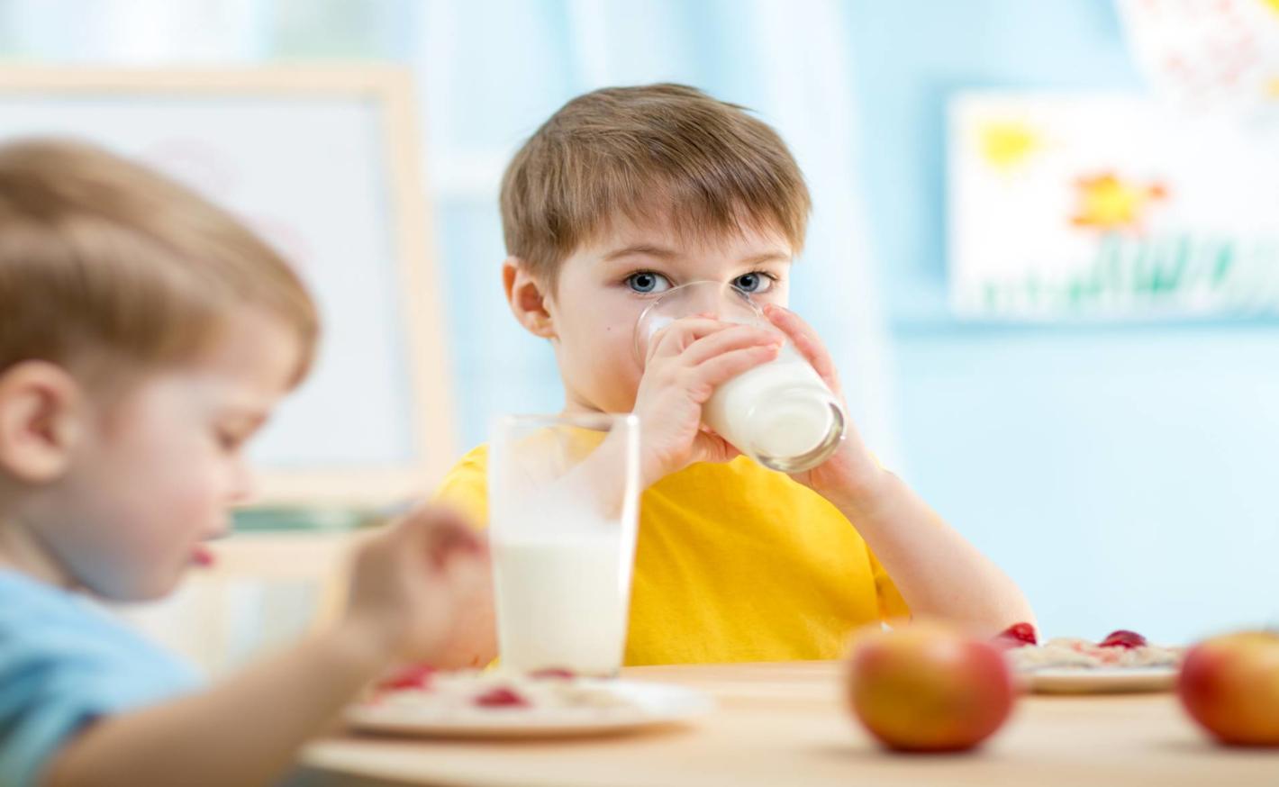 Kravské nebo kozí mléko pro děti?